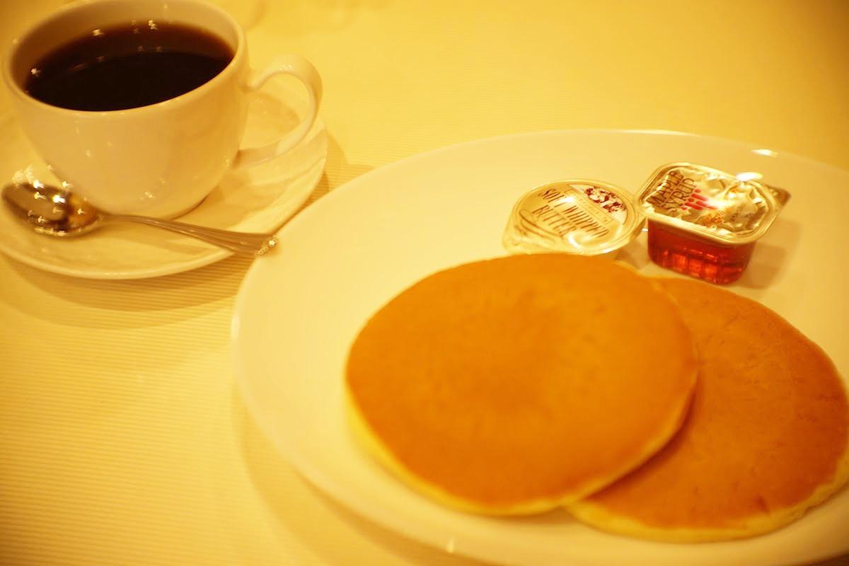 ホットケーキとコーヒー