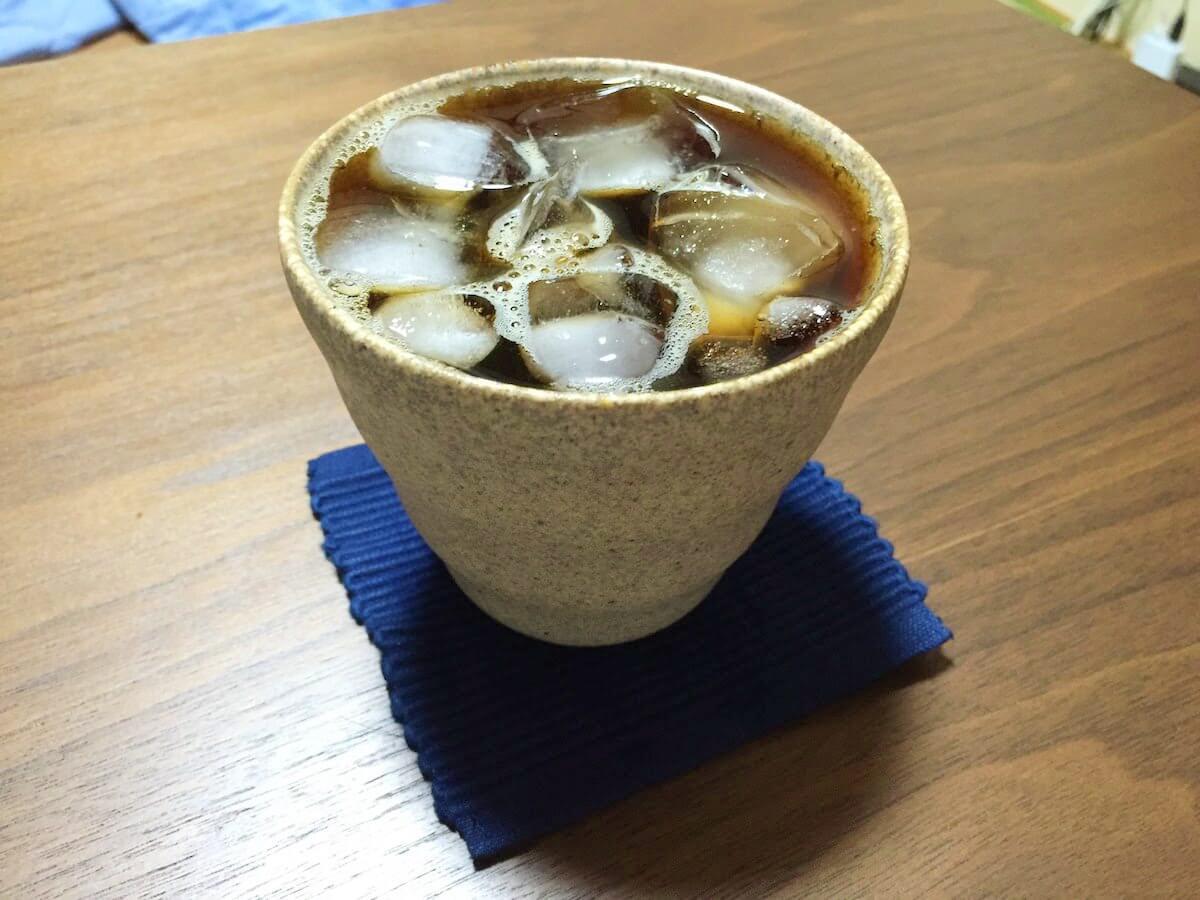 氷で満たされたアイスコーヒー