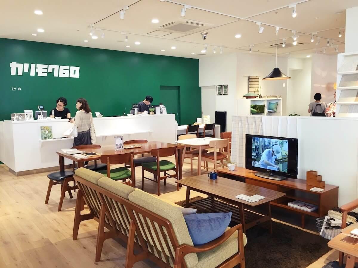 カリモク60新宿の店内