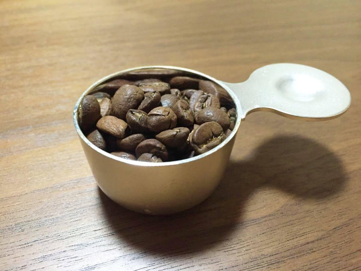 1杯分のコーヒー豆