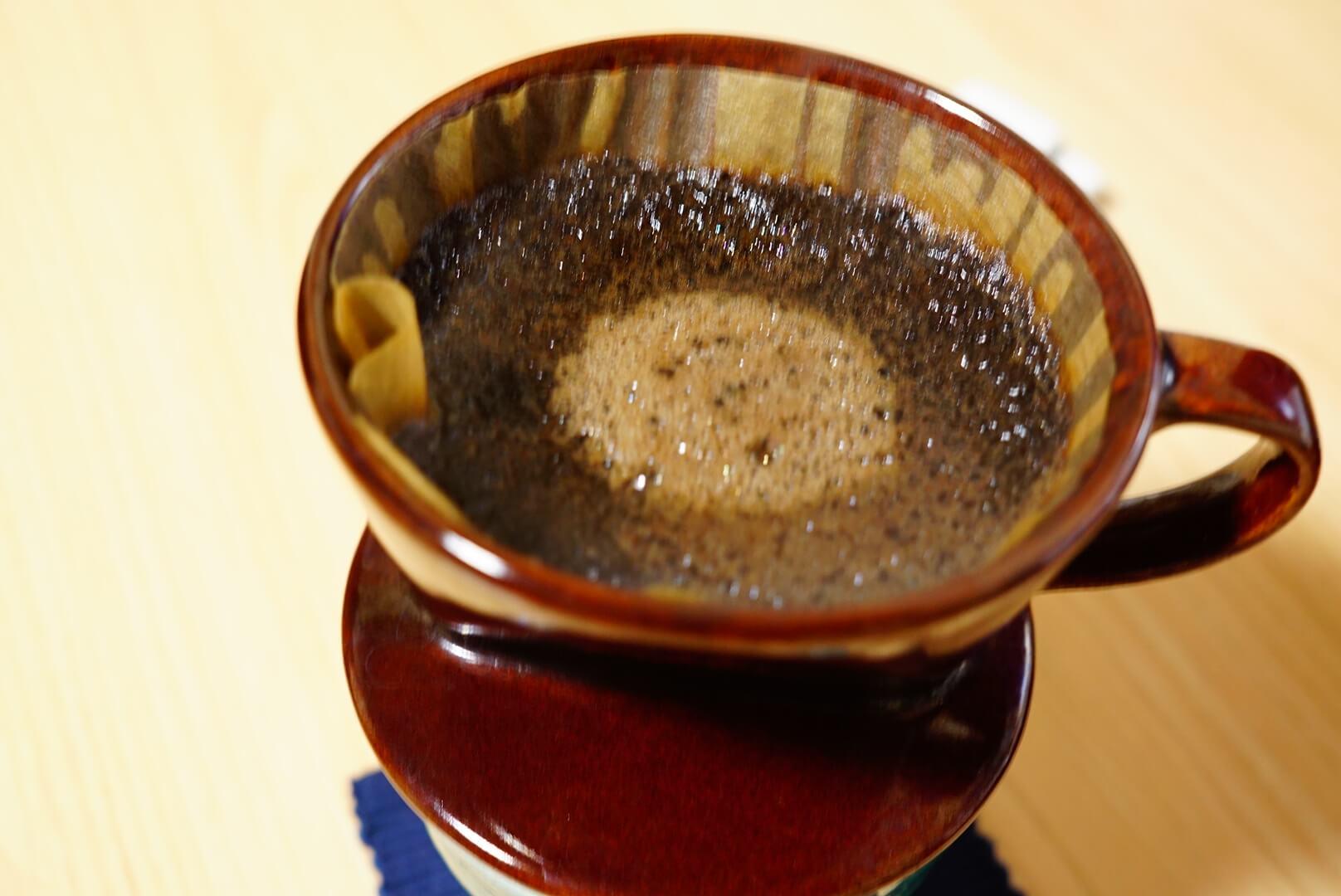 土手を崩さないよう気をつけているコーヒー
