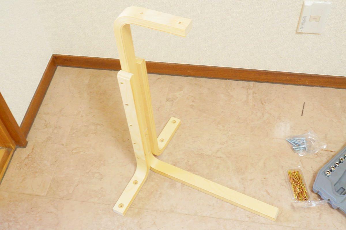 サイドテーブルの足を組み合わせた状態