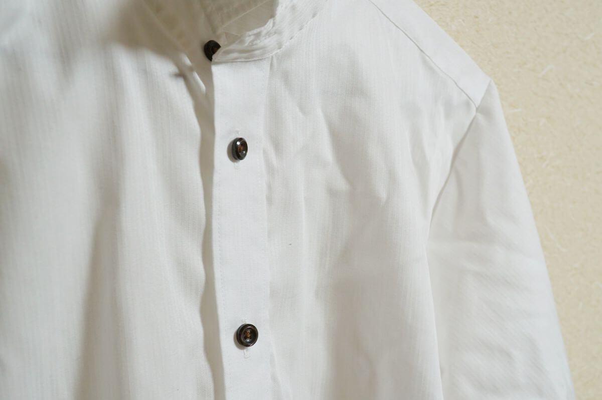 Variable White Stripeの白シャツ