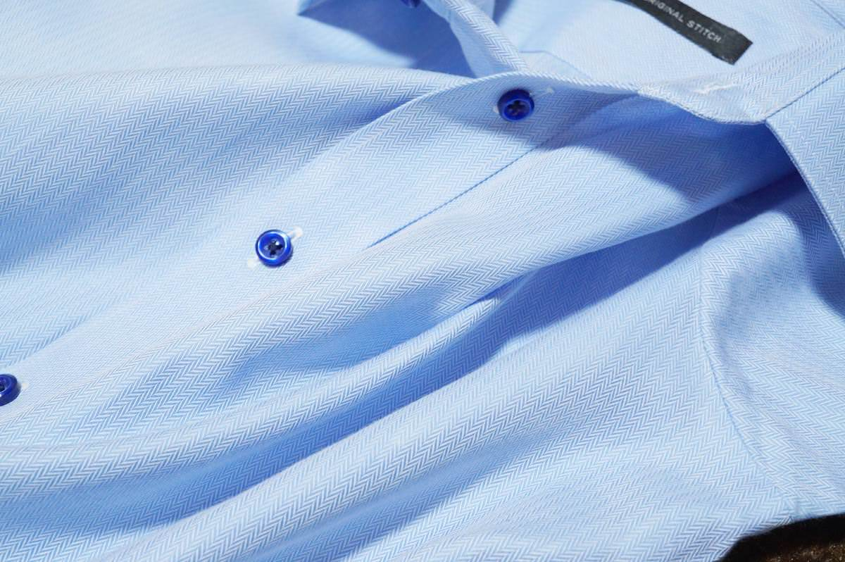Arrowhead Blueの青シャツ