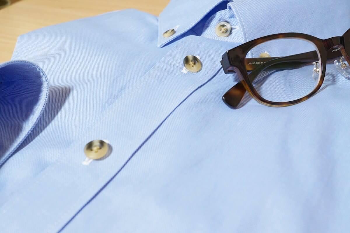 青シャツと眼鏡