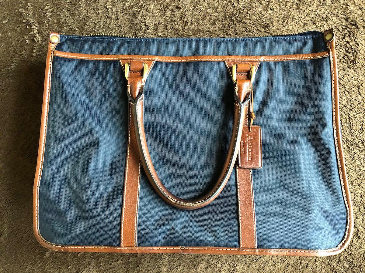 apianaの通勤バッグ