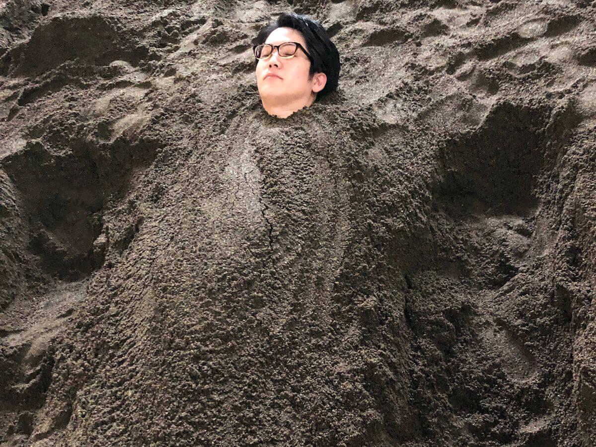 砂湯に埋まった人