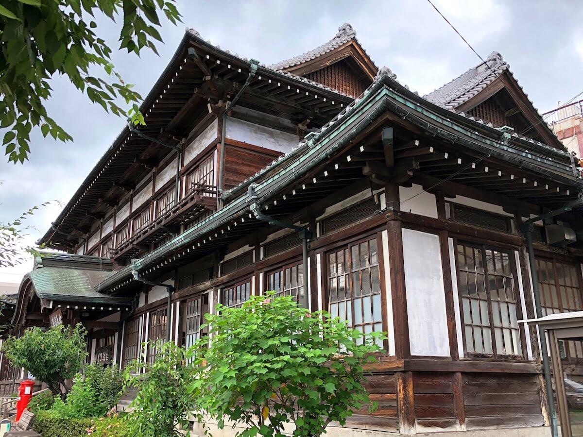 竹瓦温泉の歴史的建造物